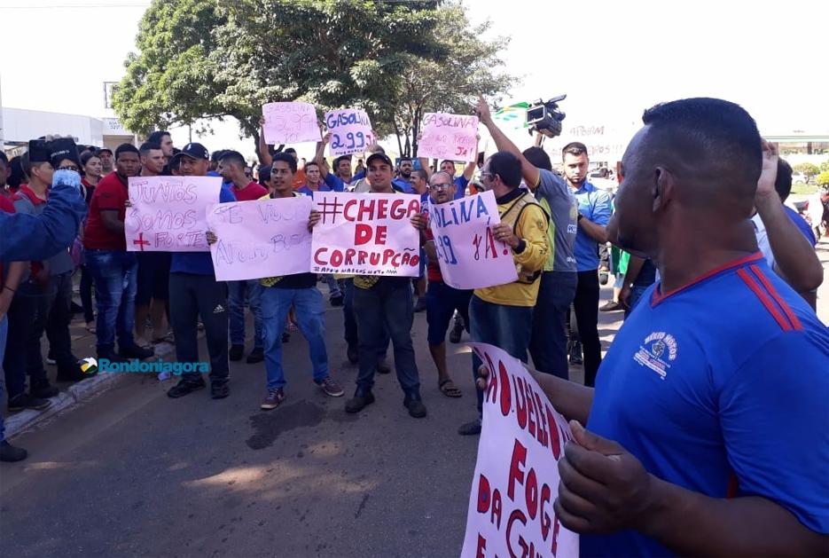 Vídeo: Motociclistas apoiam caminhoneiros durante carreata em Porto Velho
