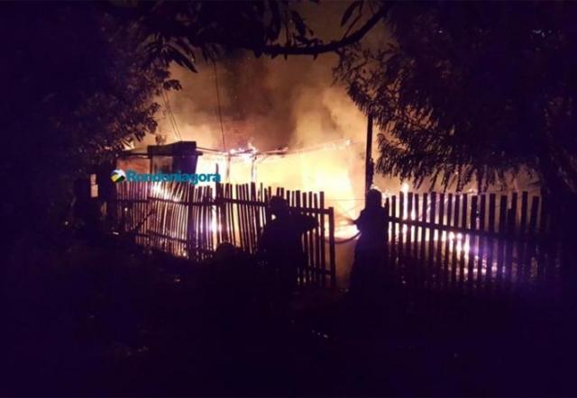 Vídeo: Casa é destruída pelo fogo na Zona Sul da capital