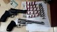 Agente da Semtran é preso com armas pela COE e agride jornalista