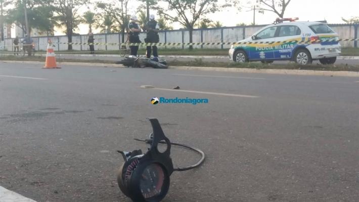 Jovem morre após colidir moto em poste na Capital