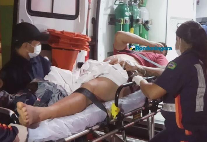 Casal em moto tenta executar dois homens a tiros em bar na Capital