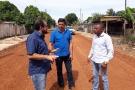 Laerte Gomes fiscaliza obras de recuperação em ruas e avenidas de Presidente Médici