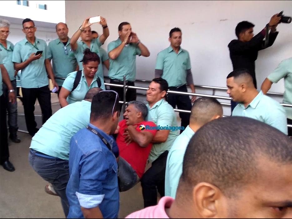 Vídeo mostra confusão na Câmara de Porto Velho após sessão: PM usa gás de pimenta e bala de borracha