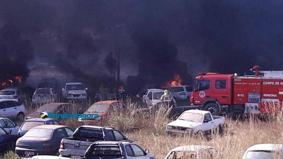 Em menos de 15 dias, novo incêndio destrói mais de 60 veículos no depósito da Sesdec; vídeo
