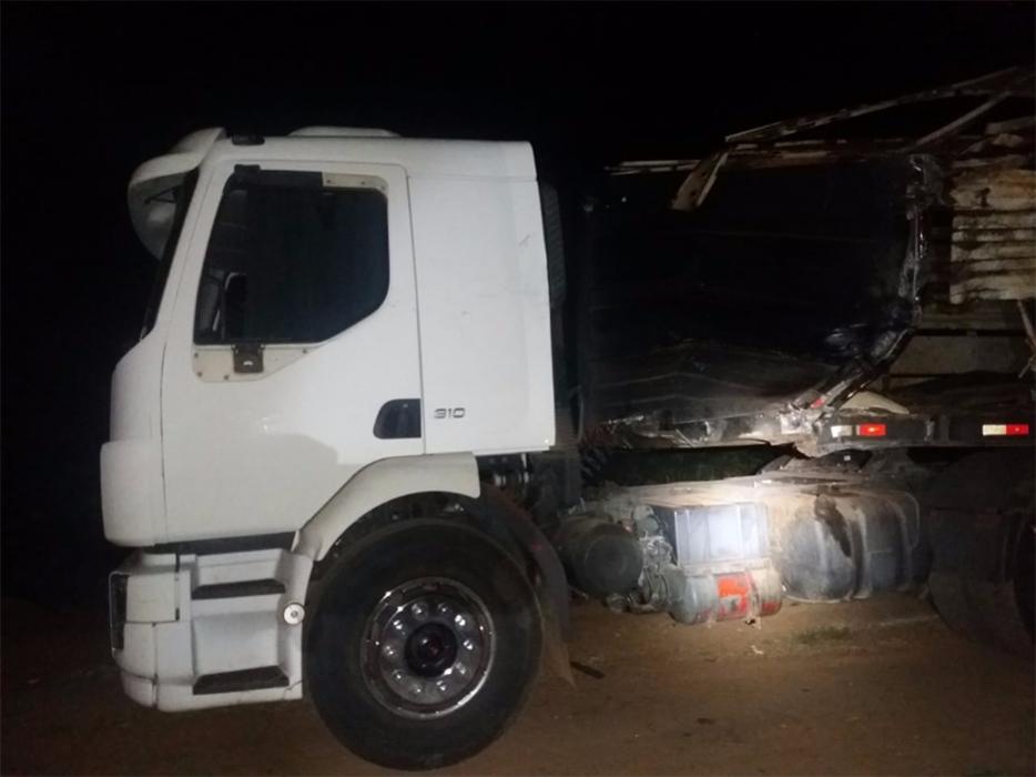 Passageira morre após colisão de ônibus com caminhão boiadeiro na BR-364