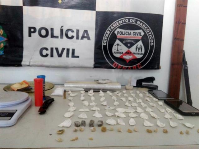 Irmãos são presos com drogas em residência na zona norte da Capital