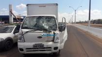 Pedestre causa grave colisão entre caminhões no perímetro urbano da BR-364 em Porto Velho