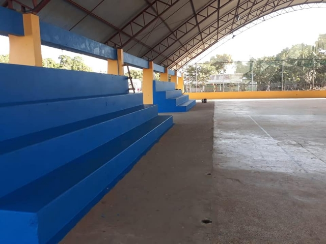 E Quadra campo e quadra de esportes do distrito de são carlos são recuperados