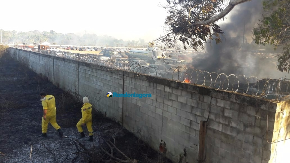 Vídeo: dezenas de veículos destruídos pelo fogo no Detran