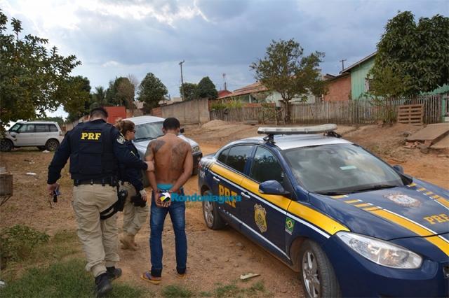 Foragido é preso pela PRF com mais de quatro quilos de maconha