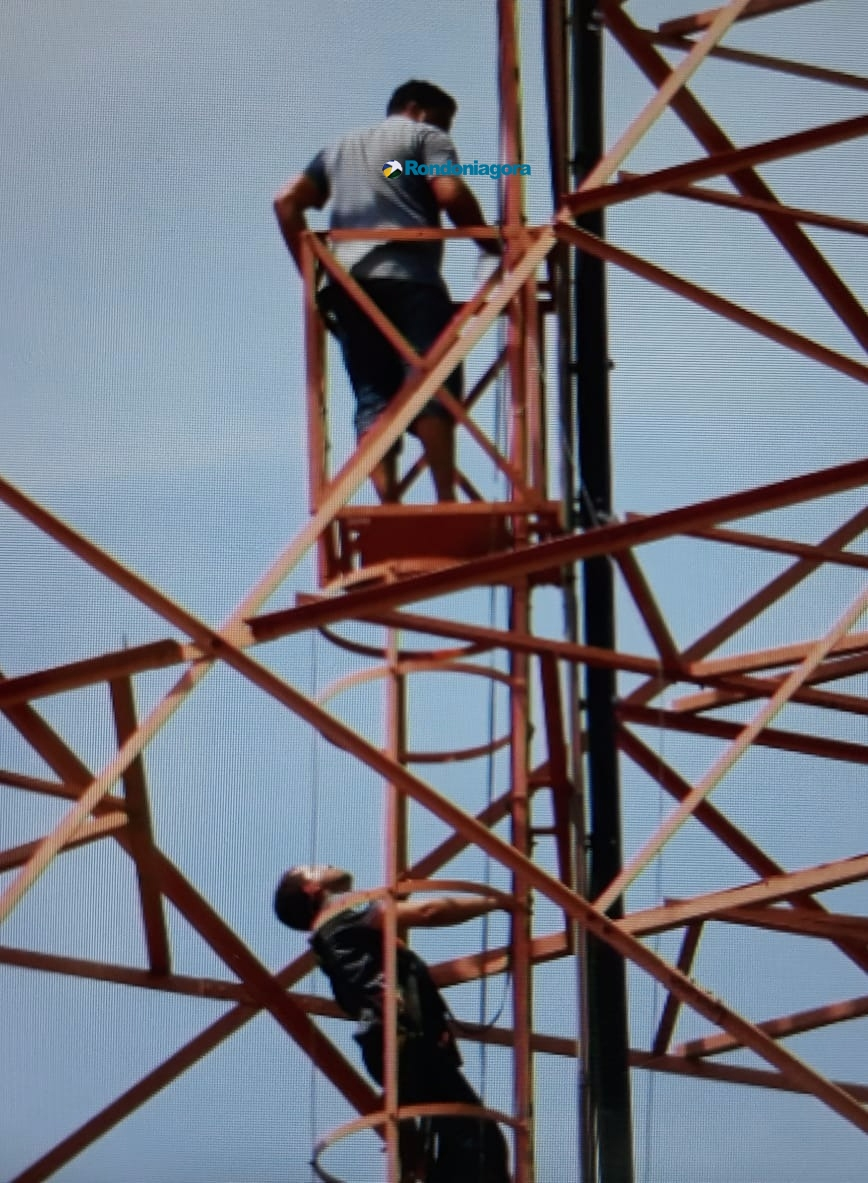 Vídeo: Homem sobe na torre da TV Rondônia e ameaça se jogar, em Porto Velho