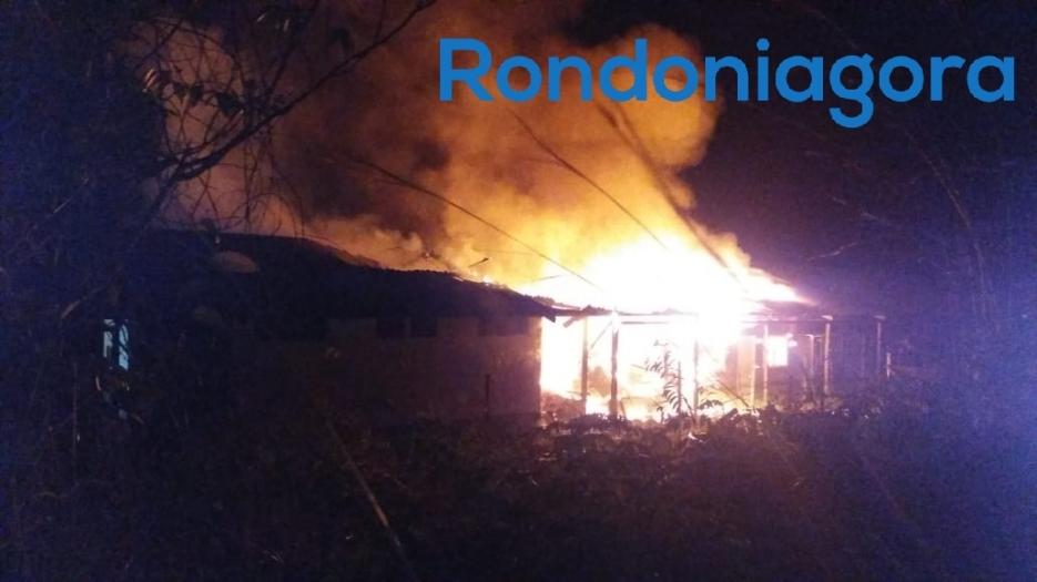 Incêndio destrói alojamento da base de treinamento do Exército em Porto Velho
