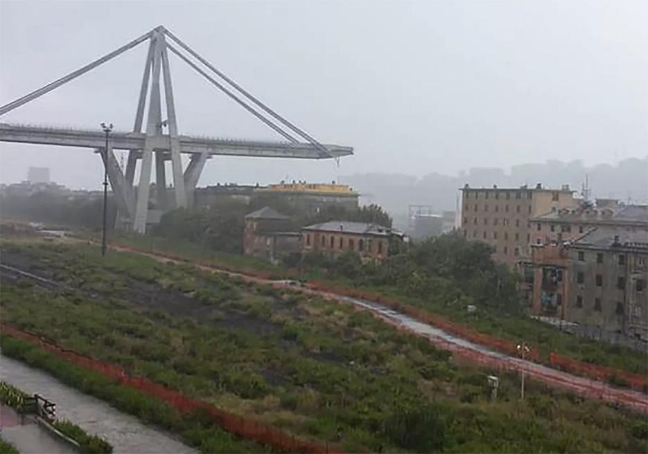 Ponte cai na Itália e deixa dezenas de mortos
