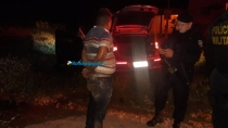 Criminosos sequestram motorista de aplicativo para roubar loja, trocam tiros com a PM e são presos