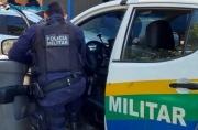 Homossexuais são presos com moto após suposto programa sexual; vítima diz que foi roubada