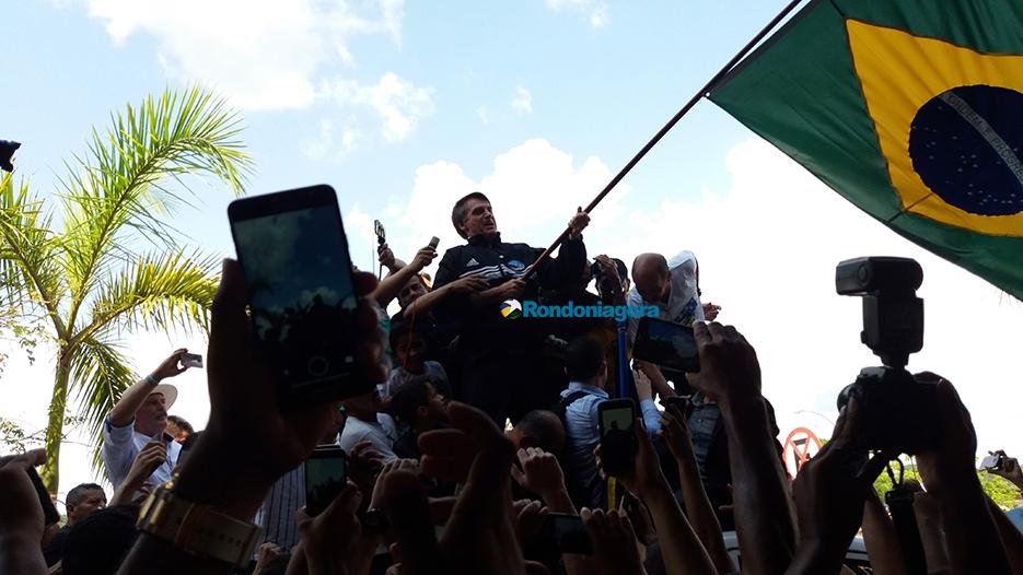 Fotos e vídeos: Bolsonaro reúne milhares de pessoas em Porto Velho