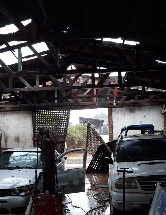 Temporal deixa rastro de destruição em várias áreas de Jaru