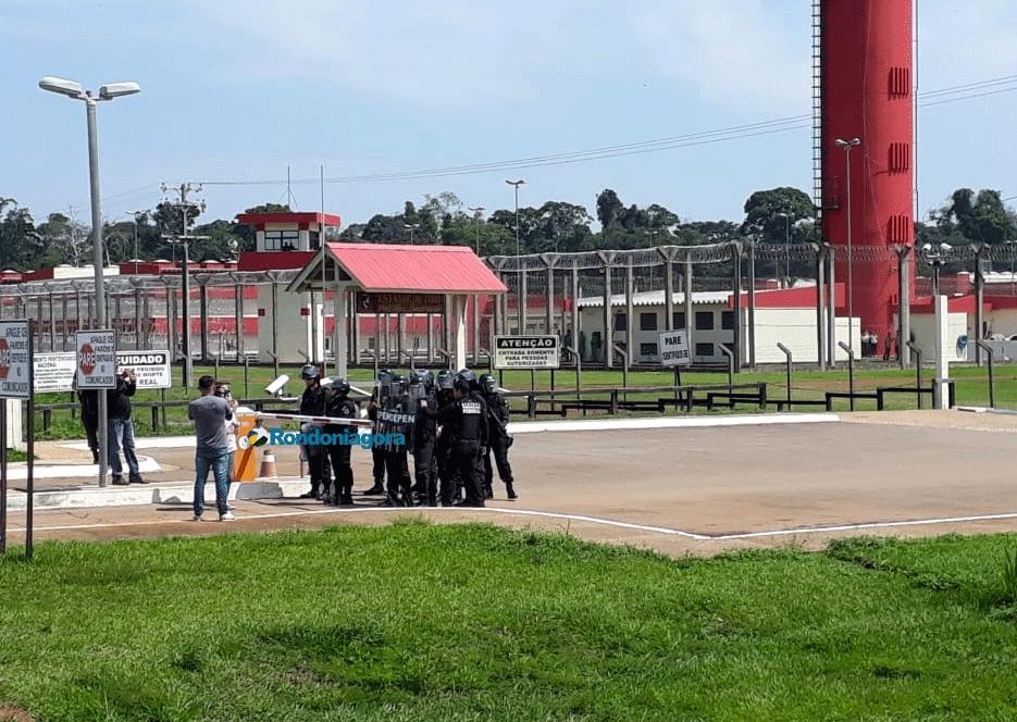 Esposas de presos protestam por visita íntima na Penitenciária Federal de Porto Velho; vídeo