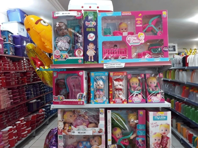 Comércio renova estoque de brinquedos e pais começam a procurar presentes para o Dia das Crianças
