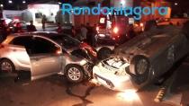 Grave acidente com capotamento deixa quatro feridos na Zona Leste
