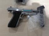 Membro do PCC é preso com pistola roubada de policial