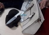 Dupla é presa após roubar bolsa de estudante em parada de ônibus