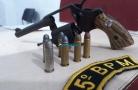 Dupla é presa com arma e confessa que iria roubar para conseguir dinheiro e pagar as contas