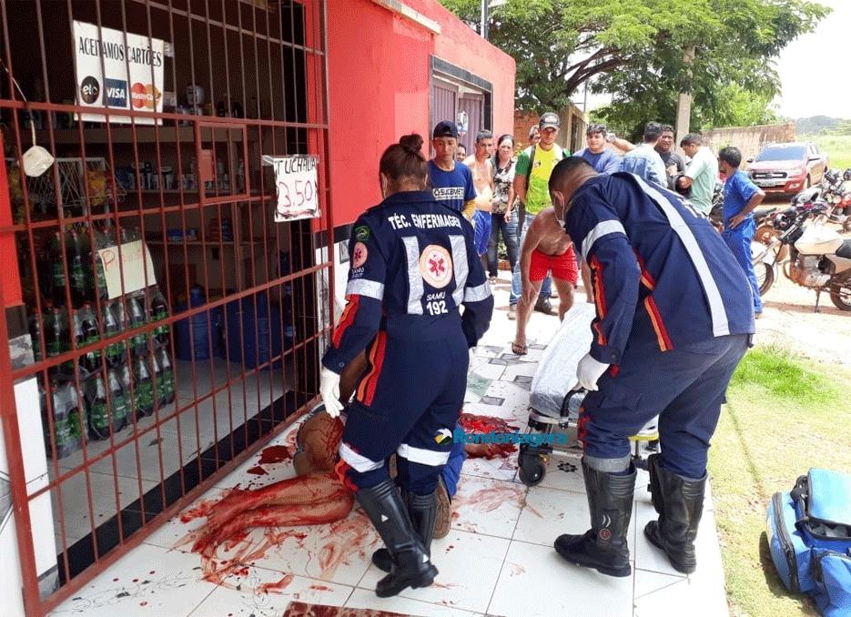 Mulher é atacada a golpes de facão por desconhecido; Homem já tinha esfaqueado outra vítima