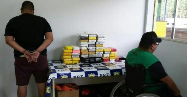 PRF de Vilhena apreende 54 quilos de cocaína com dois traficantes, um deles cadeirante