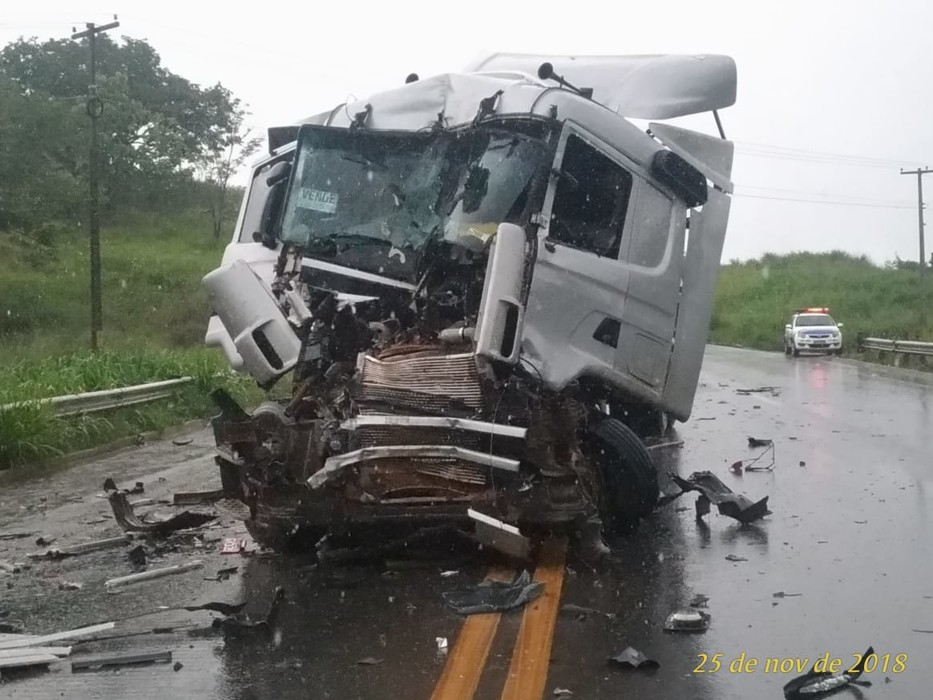 Deputado Léo Moraes e sargento dos bombeiros saem feridos em grave acidente na BR-364; fotos e vídeo