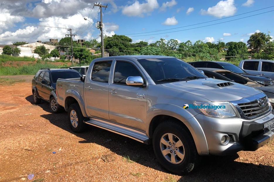 Polícia prende homem com caminhonete clonada e ele diz que venderia por 9 mil dólares na Bolívia