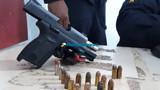 Motorista de aplicativo é preso com pistola no carro