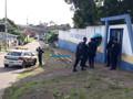 Vigilante troca tiros com bandido durante tentativa de roubo em escola