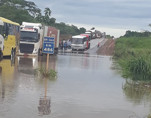 Excesso de chuvas: BR-364 está inundada entre Ariquemes e Jaru