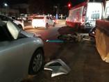 Motociclista fica ferido ao fazer ultrapassagem pela direita e colidir em carro na Capital