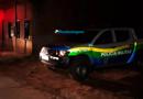 Bando encapuzado e armado faz família refém e limpa casa na Zona Leste