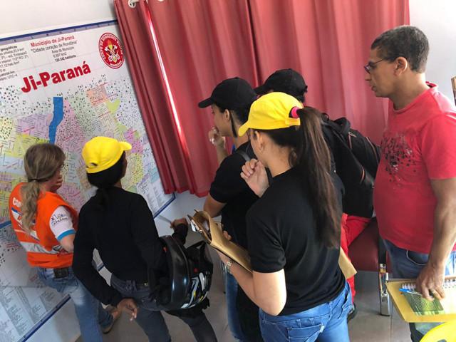 Famílias que vivem em área de risco de enchentes são cadastradas em Ji-Paraná