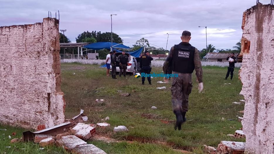 Vídeo: motorista destrói muro de área militar em grave acidente com quatro vítimas