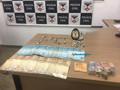 Polícia prende homem com mais de 30 invólucros de maconha e R$ 2 mil na Capital