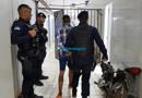 Adolescentes fazem família refém durante roubo, mas acabam presos com armas