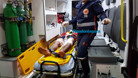 Policial reage e atira nas pernas de suspeito que o seguia