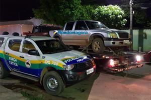 Bando fortemente armado rouba caminhonete e deixa adolescente baleado em assentamento