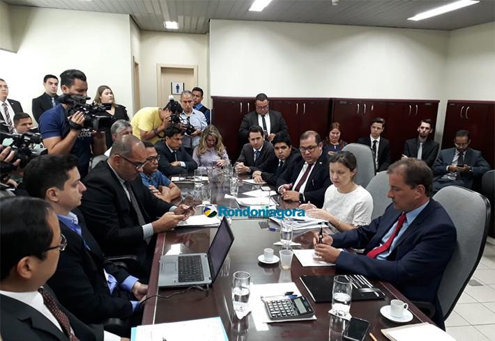 Audiência sobre greve não avança e prefeito é chamado no TRT