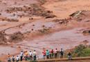 Bombeiros encontram ônibus soterrado por lama em Brumadinho; todos os ocupantes morreram