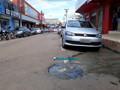 Comerciantes reclamam de bueiro entupido e forte mau cheiro no Centro de Porto Velho