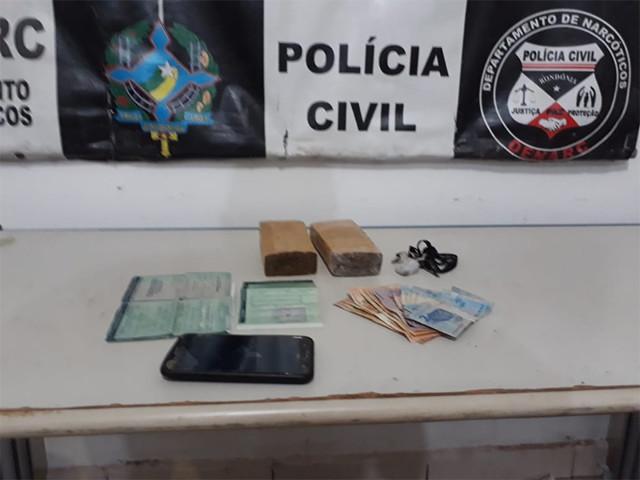 Polícia prende traficante e apreende um quilo de maconha