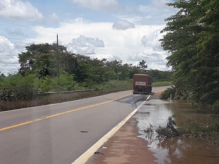 Rio transborda em Abunã e inunda acesso à balsa; Veja pontos críticos nas rodovias em Rondônia