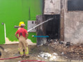 Bombeiros fazem rescaldo em loja de tintas destruída por incêndio em Porto Velho; Vídeos