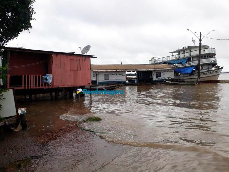 Cerca de 700 famílias devem ser afetadas pela cheia do Rio Madeira neste ano, diz Defesa Civil