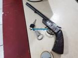 Suspeito de roubo é preso com arma e moto roubada